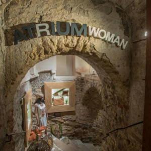 Bild Zugang Kellergewölbe - ATRIUM Woman
